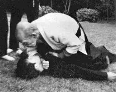 Takamatsu sensei demonstrating a ground version of a shime waza (choking technique) from Jutaijutsu